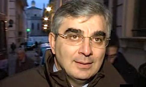 Luciano D'Alfonso messo in fuga a Sulmona