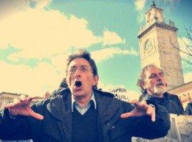La dura vita dei social: l'ex sindaco dell'Aquila #Cialente colto da sindrome d'abbandono dei follower