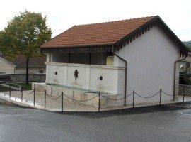 Trafugati gli stipiti risalenti all'800 della storica fontana di Paganica