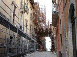 L'Aquila, ricostruzione: stop ai lavori nel cratere