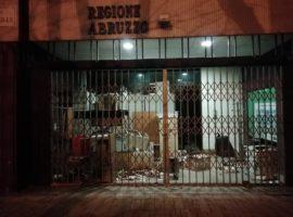 Regione Abruzzo, Pescara: sede di via Raffaello trasformata in una discarica
