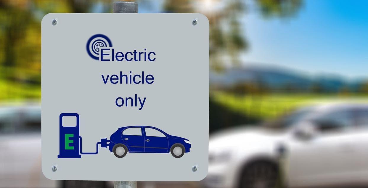 Bonus auto elettriche, incentivi fino al 40 per cento: come funziona