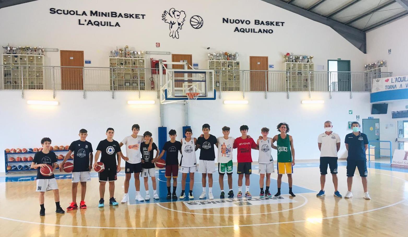 Un gruppo del vivaio del Nuovo Basket Aquilano