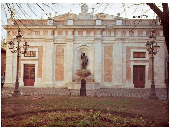 L'Aquila, Piazza Regina Margherita