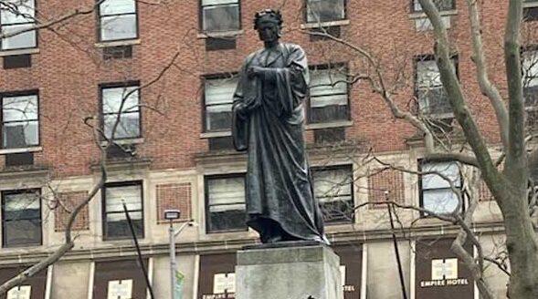 Statua di Dante alLincoln Center di New York City